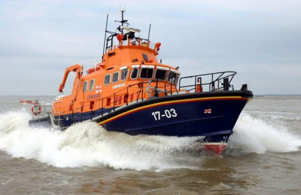 Yacht with engine failure rescued by lifeboat