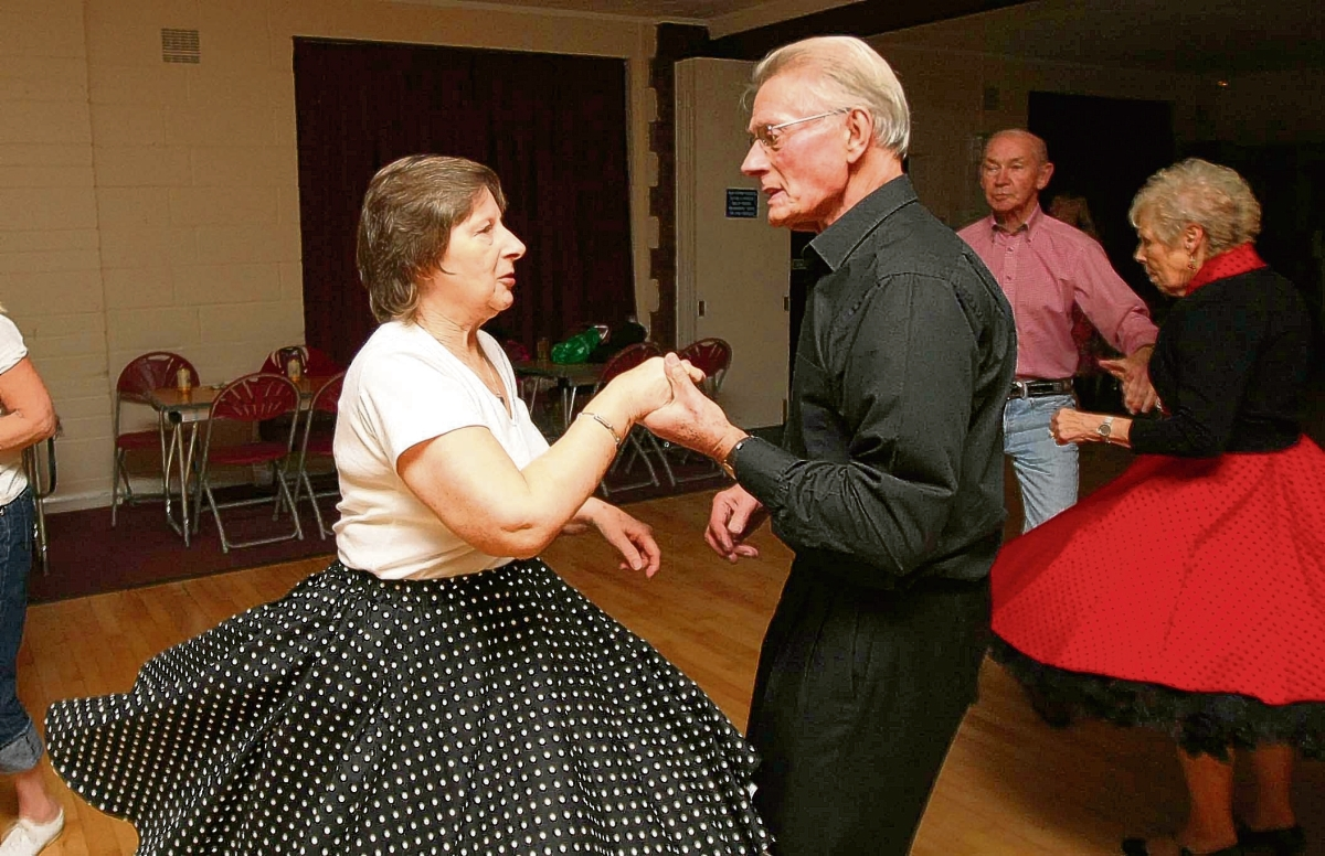 Dancers keep on rocking to 50s sound