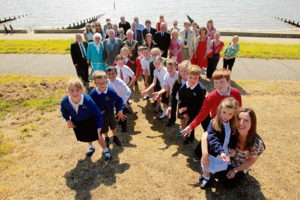 Pupils plant poppies to create war tribute