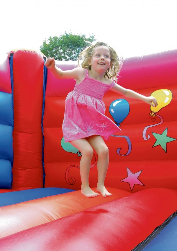 Hundreds pitch in at family fun fundraiser