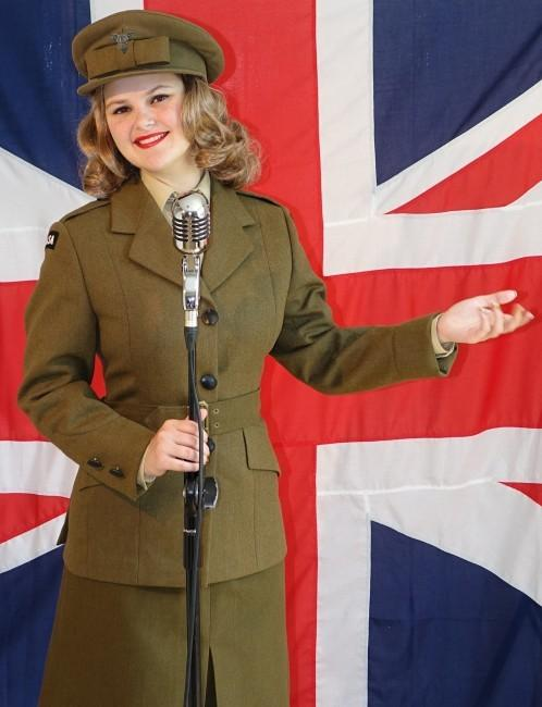 FORCES' SWEETHEART: Samantha in the Vera Lynn Story