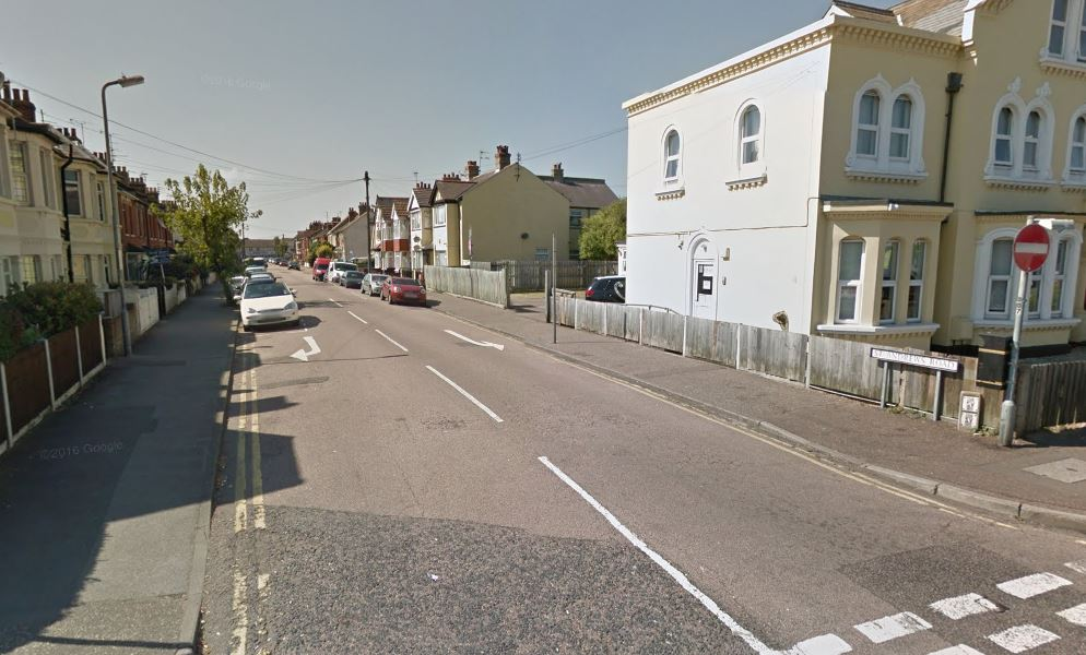 Man in 20s assaulted and knocked to the ground by masked robber